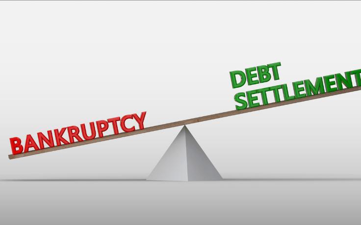 ¿Debería considerar una liquidación de deudas en lugar de declararme en bancarrota?